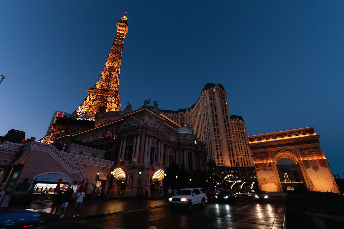 paris las vegas hotel room upgrades discounts. Black Bedroom Furniture Sets. Home Design Ideas